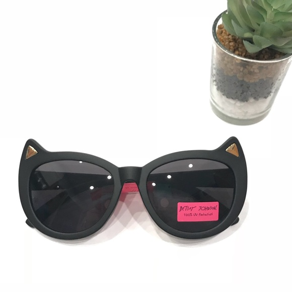 e38cf724493  Betsey Johnson  Kitty Cat Sunglasses Matte Black